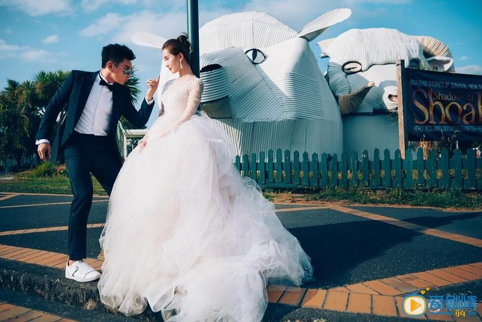 """刘诗诗吴奇隆3月20日将于巴厘岛完婚,届时圈中好友将悉数到场送上祝福,""""小虎队""""另两位成员苏有朋、陈志朋也会前往参加。阔别已久的""""小虎队""""组合也将再次合体。"""