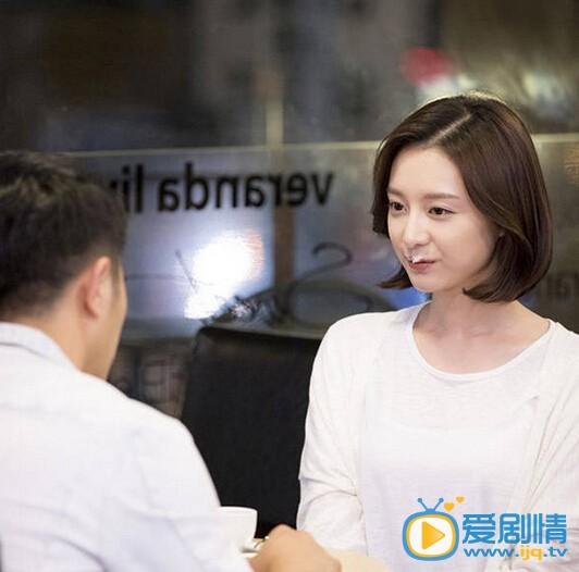 金智媛个人资料简介  金智媛在《太阳的后裔》中饰演军医尹明珠